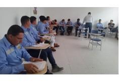 Estudiantes del curso de operador de maquinaria pesada.